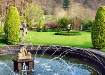 Lake District Cottages Gorgeous Gardens to Visit in the Lake District Blog Image